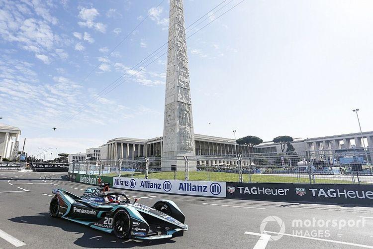 Suasana balap Formula E yang berlangsung di Roma, Italia.