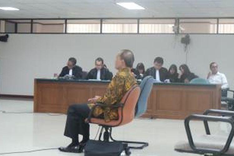 Mantan Deputi Gubernur Bank Indonesia Budi Mulya menjalani sidang perdana kasus dugaan korupsi Bank Century di Pengadilan Tindak Pidana Korupsi, Jakarta, Kamis (6//3/2014).