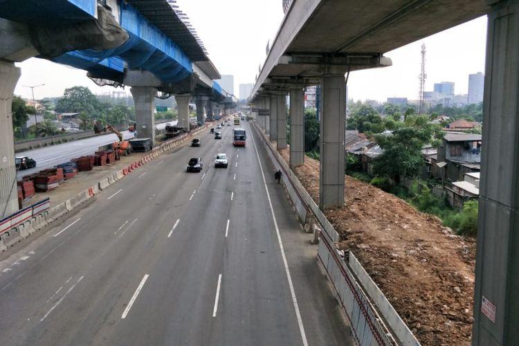 Tampak arus lalu lintas ruas tol Jakarta-Cikampek arah Cipali Lancar, Jumat (31/5/2019).