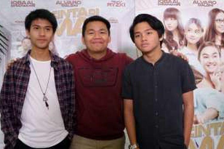 Iqbal, Kiki dan Aldi yang tergabung dalam grup vokal CJR saat diabadikan di Gramedia Matraman, Jakarta Pusat, Minggu (7/8/2016).