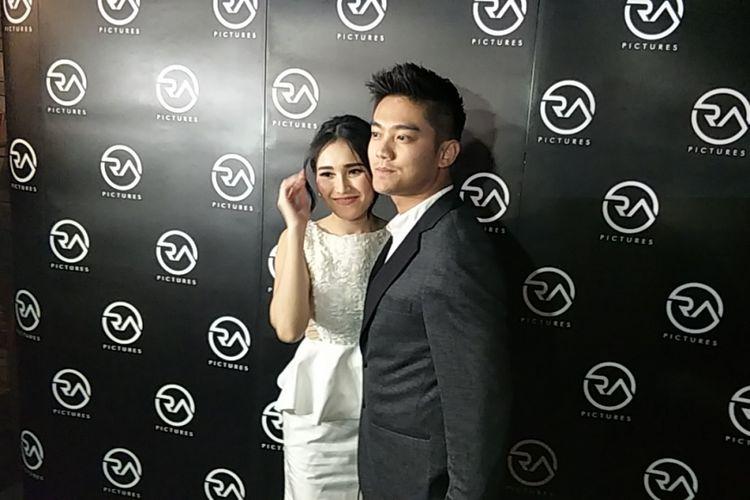 Ayu Ting Ting dan Boy William dalam konferensi pers film Dimsum Martabak di Dapur Seafood, Pantai Mutiara, Jakarta Utara, Sabtu (21/4/2018) malam.