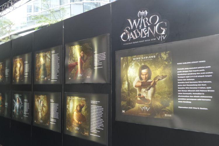Sejumlah poster karakter dan pernak-pernik film Wiro Sableng berjejer dalam karpet merah gala premiere film tersebut di XXI Epicentrum, Kuningan, Jakarta Selatan  Senin (27/8/2018).
