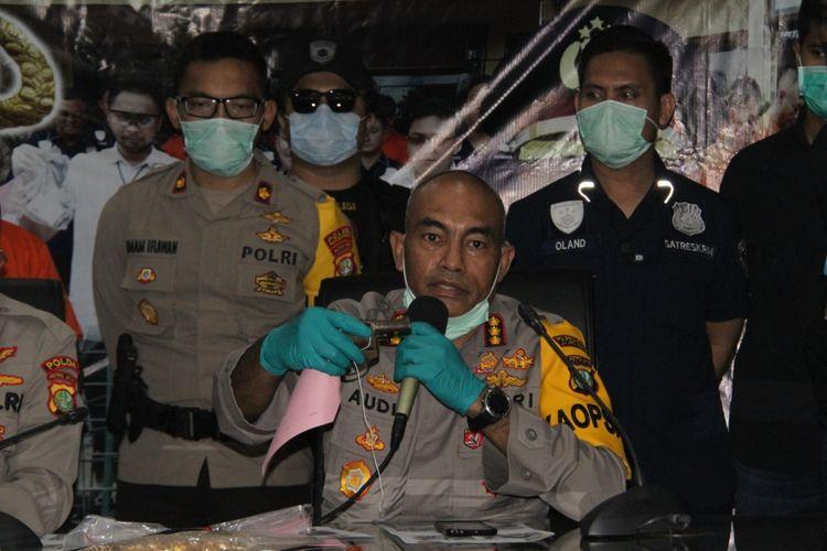 Rilis kasus perampokan toko emas oleh komplotan Wetonan di Polres Metro Jakarta Barat, Senin (13/4/2020)