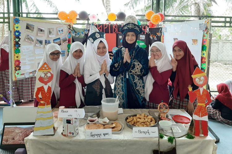 Teuku Nyak Arief Fatih Bilingual School atau Sekolah Fatih Putri, kawasan Lamnyong, Banda Aceh menggelar kegiatan The International Cultural Festival pada Sabtu, 19 Oktober 2019 di Kompleks Fatih Bilingual School, Banda Aceh.
