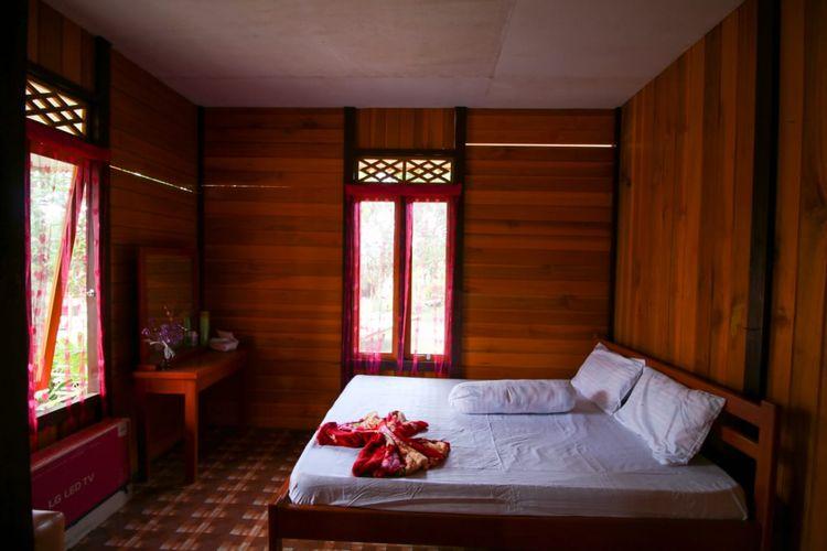 Penampakan kamar yang telah ditingkatkan kualita rumahnya di KSPN Manado-Bitung-Likupang, Sulawesi Utara.