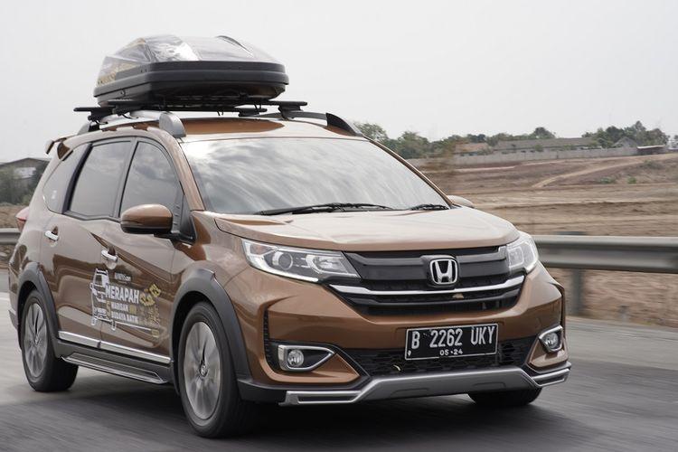 Ilustrasi Honda BR-V saat menggunakan roof box lansiran Thule