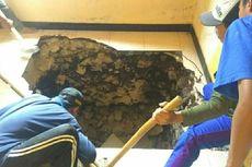 Dengar Gemuruh, Sukamto Kaget Ada Lubang Besar di Lantai Rumahnya, BPBD: Tanahnya Ambles
