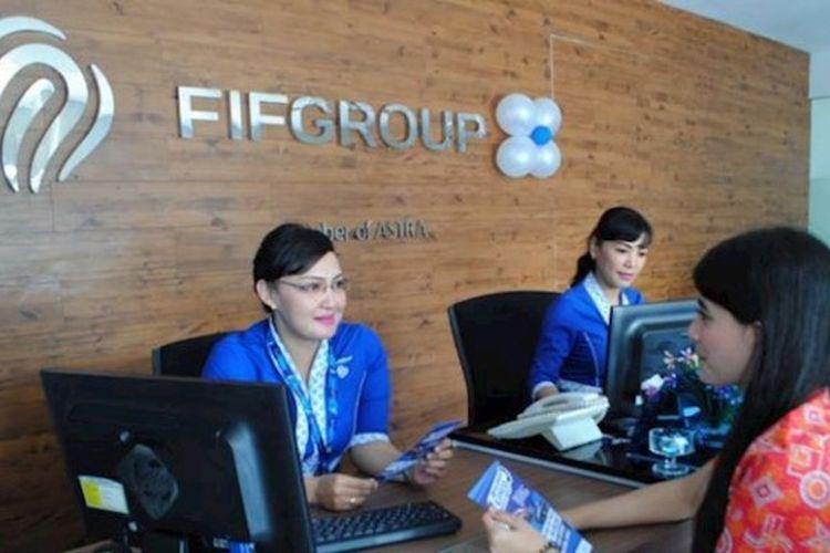 Ilustrasi membayar angsuran kendaraan bermotor di kantor cabang FIF Group