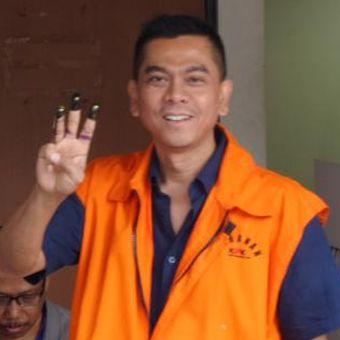 Terdakwa mantan anggota DPRD DKI, Mohamad Sanusi, mengikuti pilkada serentak di Rutan C1 Gedung KPK Jakarta, Rabu (15/2/2017).