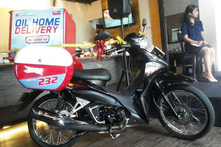 Sepeda motor yang akan digunakan mekanik untuk layanan Oil Homa Delivery dari Shop and Drive, Astra Otoparts.