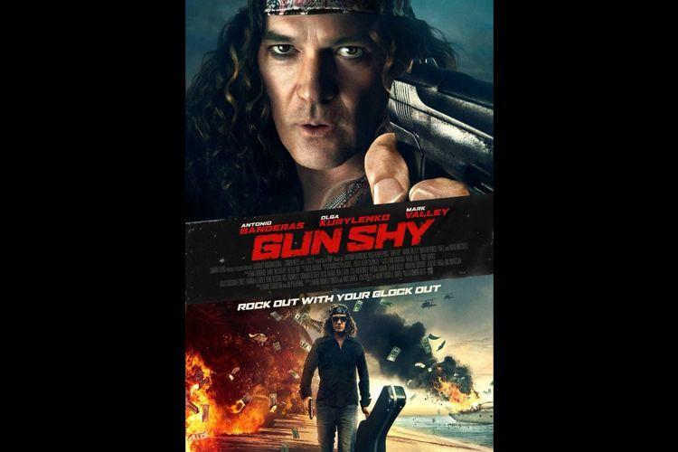 Antonio Banderas dalam film komedi aksi Gun Shy (2017).