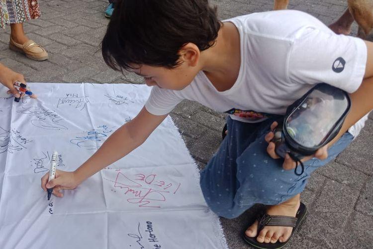 Wujud dukungan terhadap program Merdeka Belajar dilakukan Sekolah Cendikia Harapan di Badung, Bali, dengan menggelar penandatanganan deklarasi dan juga Pawai Siap Merdeka Belajar yang melibatkan tidak hanya siswa dan guru namun juga masyarakat sekitar (16/12/2019).