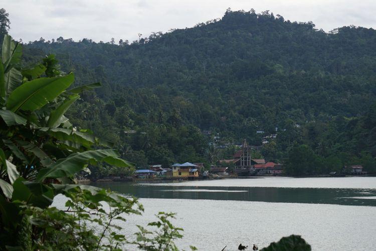 Salah satu sudut Fakfak, Papua Barat. Nama Fakfak berasal dari kata pakpak yang berarti tumpukan batu berlapis yang banyak ditemui di wilayah pelabuhan Fakfak