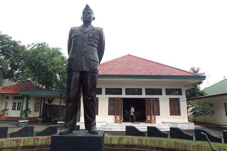 Kediaman Jendral Nasution yang sempat ditinggali oleh Kapten Pierre Tendean. Berlokasi di  Jl. Teuku Umar  no. 40, Jakarta Pusat, Jumat (6/10/2010)
