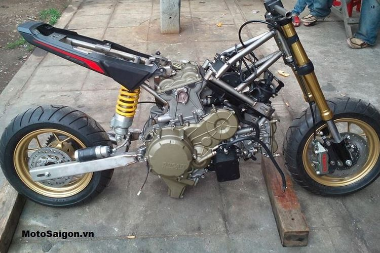 Modifikasi Honda MSX bermesin Ducati Panigale 1199R