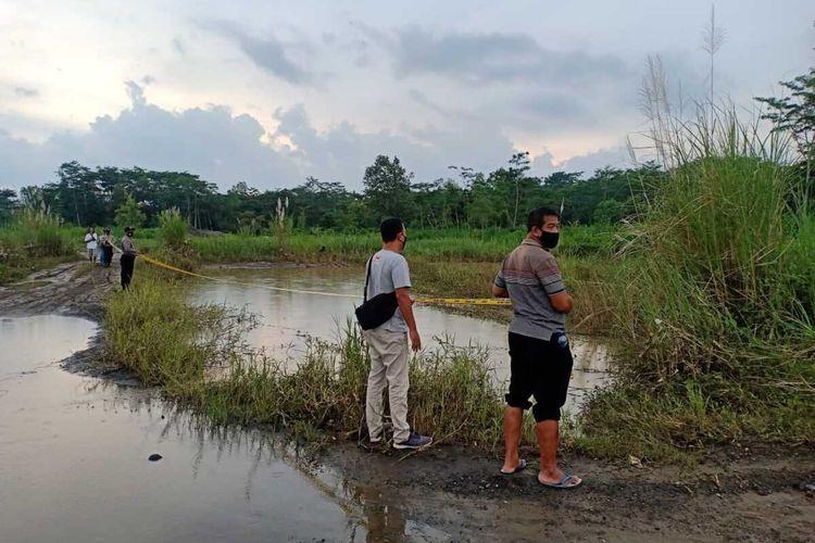 Lokasi lubang bekas tambang pasir pada Sungai Progo yang masuk wilayah Pedukuhan Nglatiyan, Kalurahan Ngentakrejo, Kapanewon Lendah, Kabupaten Kulon Progo, Daerah Istimewa Yogyakarta.
