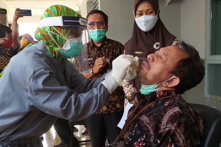 Tes swab terhadap pejabat dan ASN di lingkungan Setda Banyumas, Jawa Tengah, Rabu (1/7/2020).