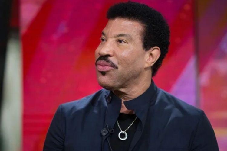 Lionel Richie adalah salah satu penyanyi R&B dari Amerika Serikat.