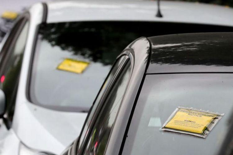 Setiap 2,5 detik, polisi di Inggris menilang pengemudi mobil. (Sky News)