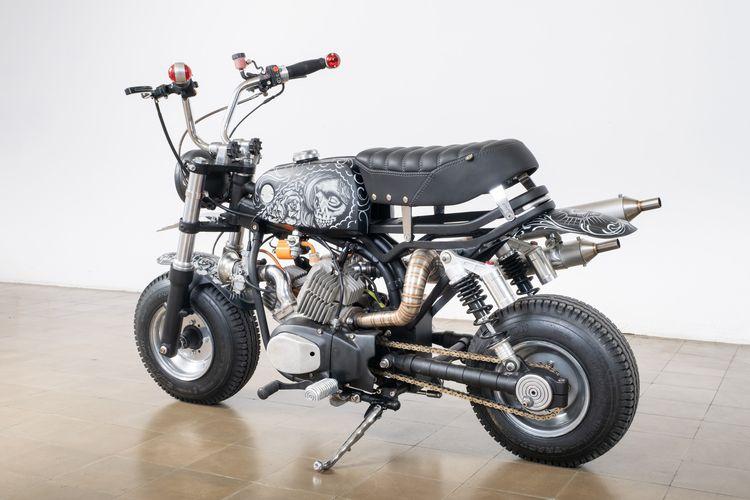Suzuki A 100 garapan Psychoengine dengan mesin 2-silinder