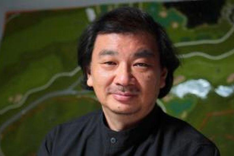 Shigeru Ban memenangkan Penghargaan Arsitektur Pritzker 2014. Arsitek kelahiran Jepang 1957 tersebut dikenal dengan kecenderungannya menemukan sesuatu yang baru serta desain humanitarian dalam merespon bencana alam.