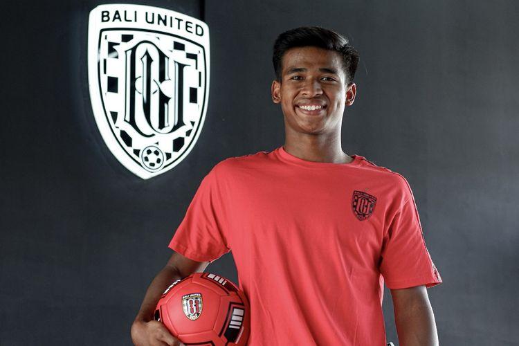 Penyerang Bali United, Irfan Jauhari, dikontrak ke level senior.