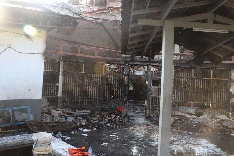 Suasana Blok C2 pascakebakaran di Lapas Dewasa Klas 1 Tangerang, Tangerang, Banten, Rabu (8/9/2021). Sebanyak 41 warga binaan tewas akibat kebakaran yang membakar Blok C 2 Lapas Dewasa Tangerang Klas 1 A pada pukul 01.45 WIB Rabu dini hari.