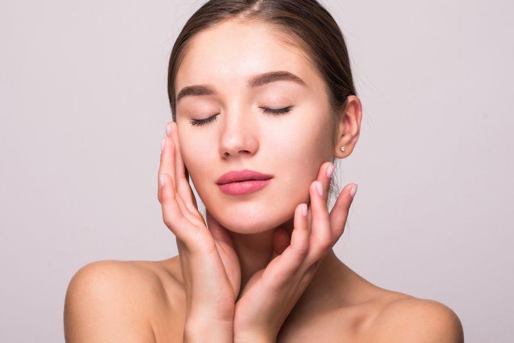Niacinamide kini banyak digunakan sebagai kandungan dalam produk perawatan kulit, sering kali serum.