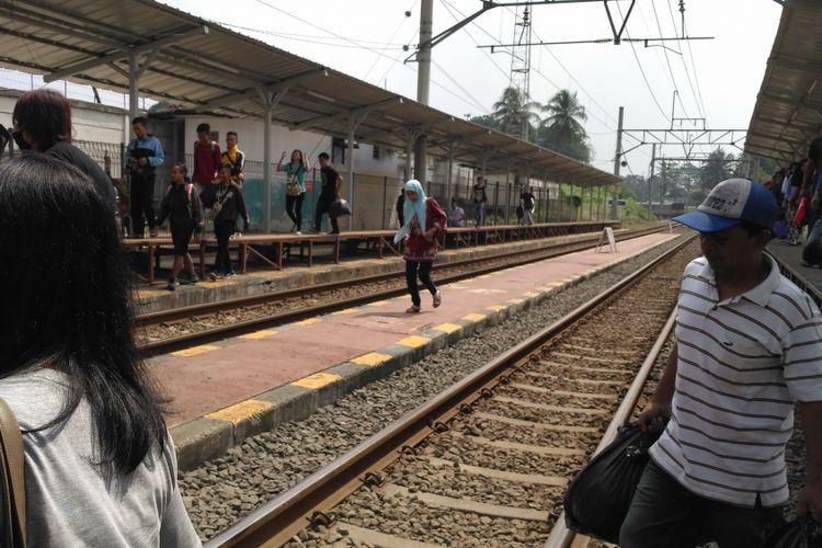 Kondisi Stasiun Tenjo yang masih gunakan peron tangga besi. Jumat (11/8/2017).
