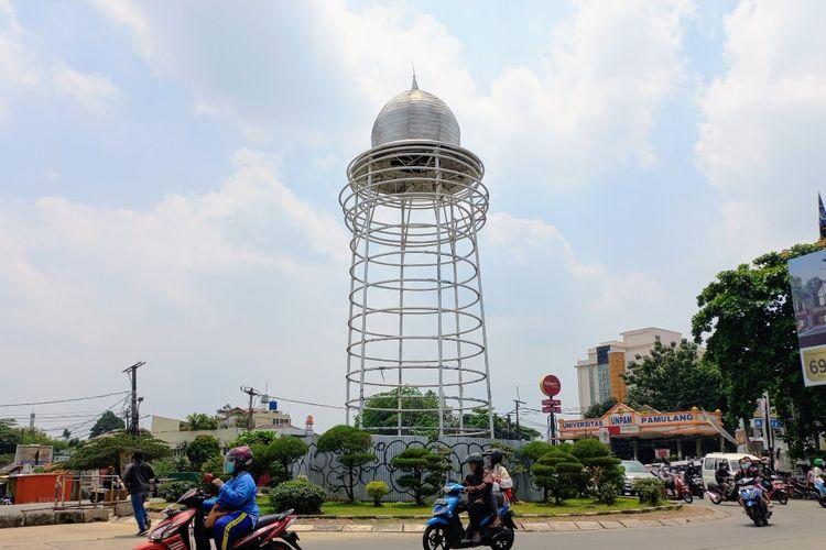 Kondisi Tugu Pamulang di Jalan Siliwangi, Pamulang, Tangerang Selatan, yang dinilai lebih menyerupai toren air, Selasa (21/9/2021).