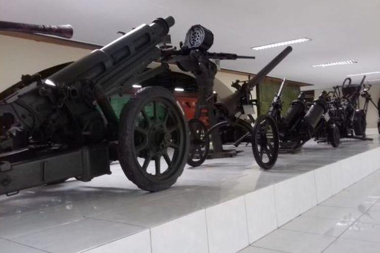 Senjata yang di gunakan oleh TNI saat jaman penjajahan 1945, di simpan di Museum Satria Mandala, Jakarta (9/01/2020)
