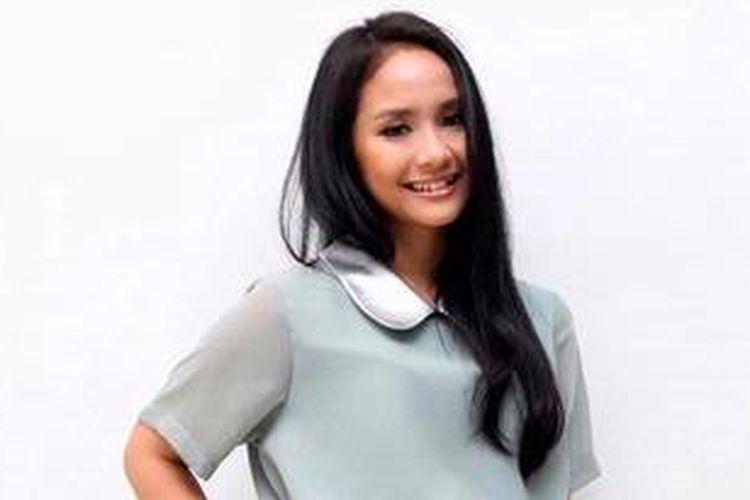 Penyanyi Aluna Sagita Gutawa atau Gita Gutawa hadir di Rumah Andara, Kemang Barat, Jakarta Selatan, Selasa (18/12/2012), untuk pembuatan iklan shampo.