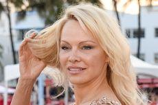Pamela Anderson Besuk Pendiri WikiLeaks Julian Assange di Penjara