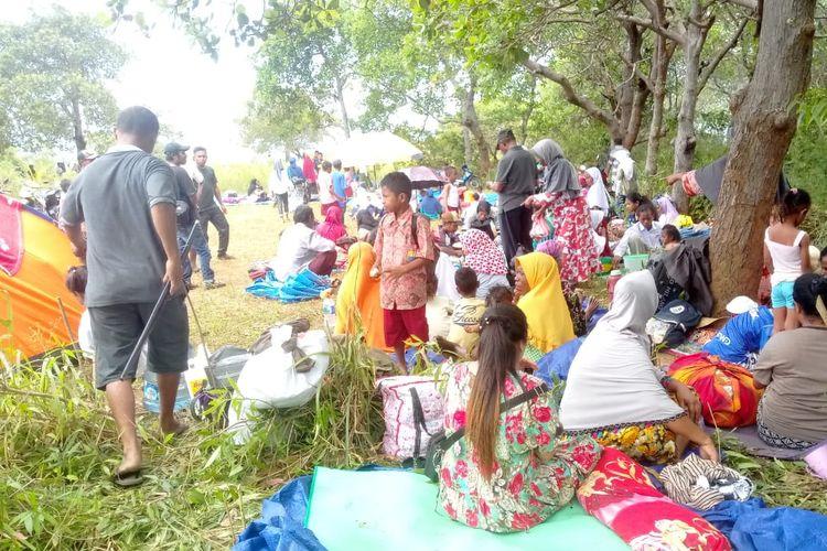 Ratusan warga mengungsi pasca-gempa Ambon, Kamis (26/2019).