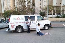 Viral Foto Staf Medis Islam dan Yahudi Ibadah Bersama Hadap Kiblat Berlawanan, Ini Kisah di Baliknya