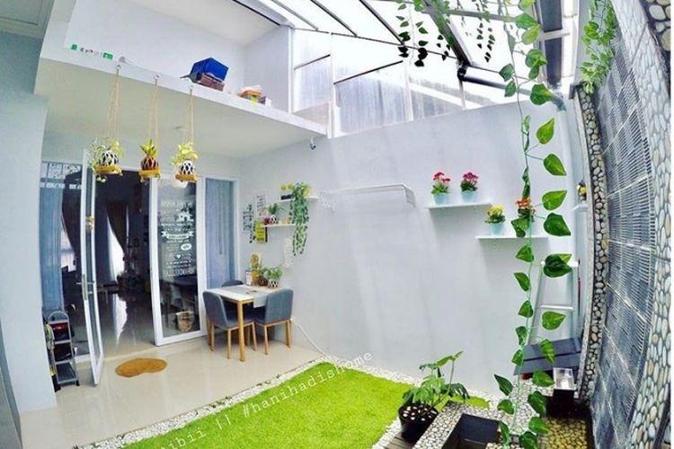 Anda bisa menggunakan bagian atap yang didak untuk menyimpan barang atau kardus.