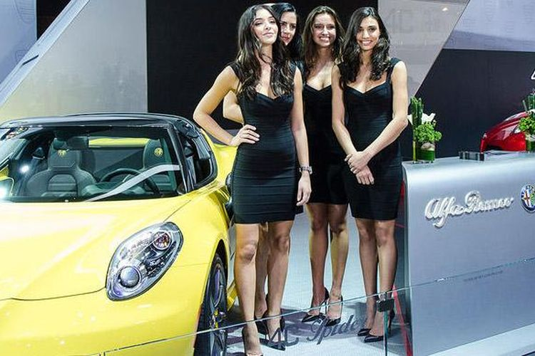 Girls from Detroit Auto Show 2015 - 2