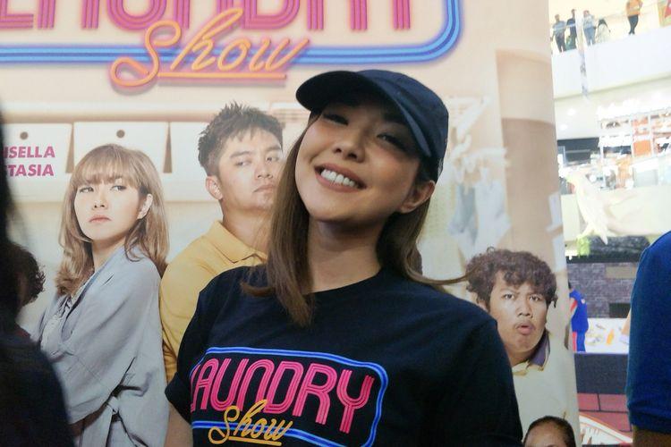 Artis peran yang juga penyanyi Gisel Anastasia saat ditemui usai temu fans film Laundry Show di Cibinong City Mall, Bogor, Jawa Barat, Sabtu (5/1/2019).
