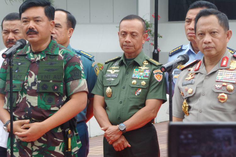 Panglima TNI Marsekal Hadi Tjahjanto dan Kapolri Jenderal Pol Tito Karnavian di Mabes TNI, Cilangkap, Jakarta Timur, Selasa (23/1/2018).
