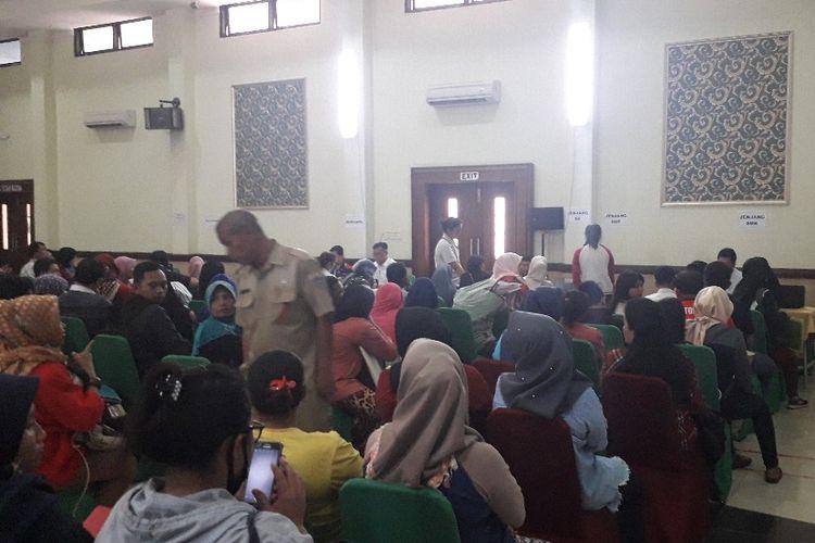 Suasana posko pelayanan PPDB Online Jakarta Timur di SMKN 26, Selasa (25/6/2019).