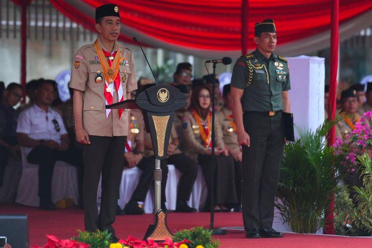 Presiden Joko Widodo saat menjadi pembina upacara HUT ke-57 Pramuka di Cibubur, Jakarta Timur, Selasa (14/8/2018).