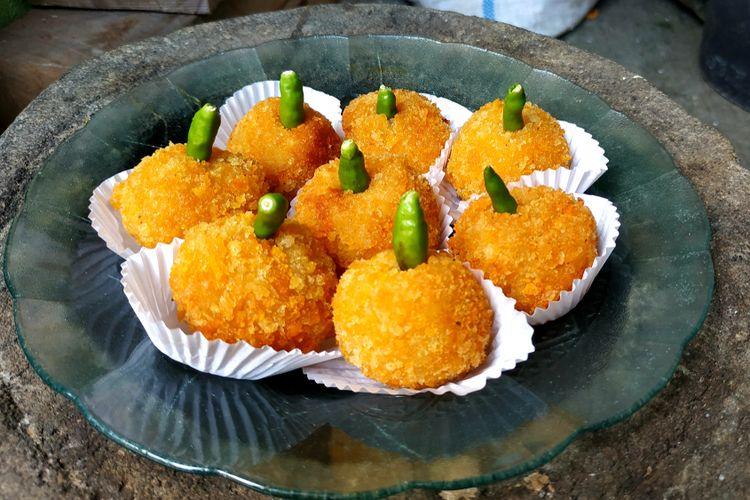 Ilustrasi kroket kentang dengan cabai hijau. Selain kentang, nasi sisa juga bisa dibikin menjadi kroket.