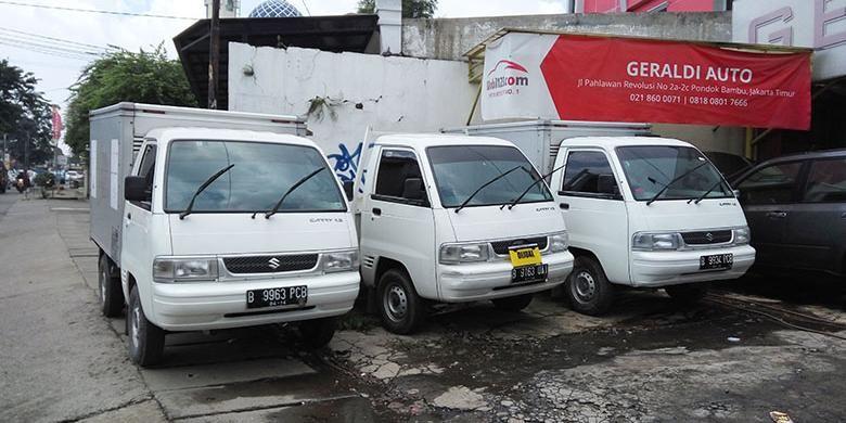 Mobil bekas niaga disalah satu gerai penjualan mobil bekas di Jakarta
