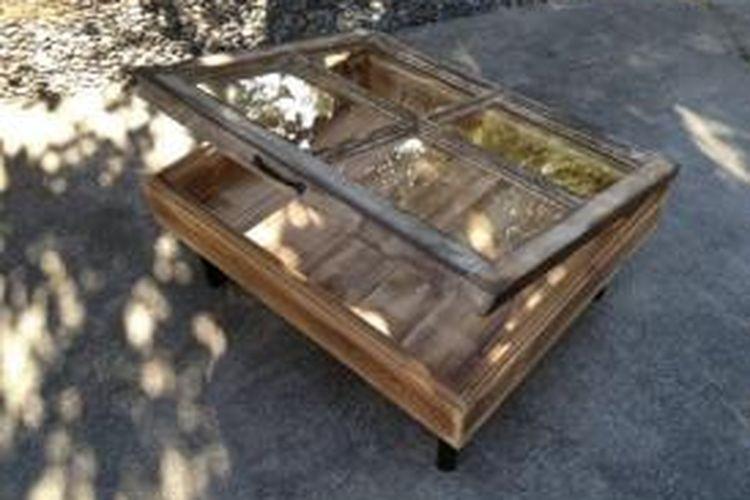 Coffee table dari bahan daur ulang.
