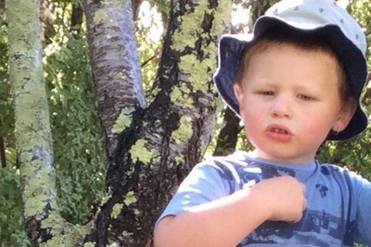 Bronson John Bannister Williams (4 tahun) yang tewas 30 menit setelah jajal baju baru untuk sekolah yang ia nantikan. [Via Mirror]