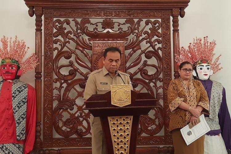 Sekretaris Daerah DKI Jakarta Saefullah dalam konferensi pers pencabutan penghargaan yang diberikan kepada Diskotek Colosseum, Balairung, Balai Kota, Jakarta Pusat, Senin (16/12/2019)
