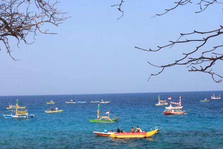 Perahu hias di Pantai Pal, Marinsow, Likupang Timur, Kabupaten Minahasa Utara. Pantai ini jadi tempat terselenggaranya Festival Bunaken 2015 dari 24 - 27 Oktober 2015.