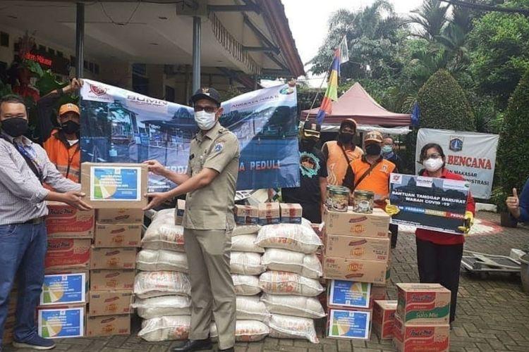 Lima kelurahan di Kecamatan Makasar, Jakarta Timur dan Pondok Pesantren Darul Quran mendapat bantuan ratusan paket sembako, Rabu (22/4/2020).