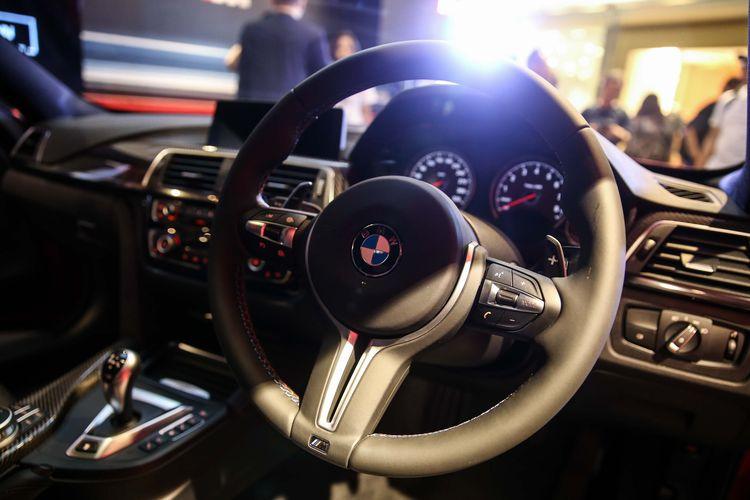 Mobil BMW M4 Competition terlihat saat diluncurkan di Jakarta, Selasa (12/11/2019). M4 Competition hanya 2 unit di Indonesia dengan warna Frozen Red dan Frozen black, dibuka dengan harga Rp 2,349 milyar Off-the road.