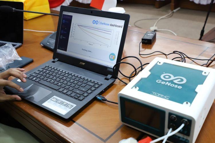 Universitas Gadjah Mada bekerja sama dengan Badan Intelejen Negara, TNI AD, dan pihak swasta mengembangkan alat deteksi Covid-19 yang disebut GeNose.